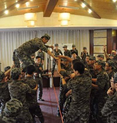 军事拓展训练-抱团打天下