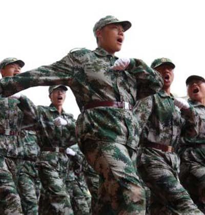 企业军训-阅兵